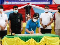 Wabup Saiful Lakukan Pemotongan Pita Sekaligus Penandatanganan Prasasti GOR Tanadoang