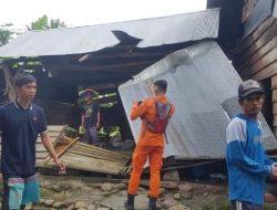 """Pemprov Sulsel """"Gercep"""" Salurkan Bantuan untuk Rumah Terdampak Angin Puting Beliung di Lutra"""