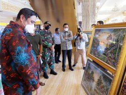 Pasca Hadiri Pelantikan HKTI, Bupati Maros Dapat Cendera Mata Lukisan Seharga Jutaan Rupiah