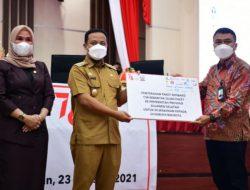 Serahkan 10.500 Paket Sembako untuk 24 Kabupaten/Kota, Plt Gubernur Sulsel Minta Pastikan Tepat Sasaran