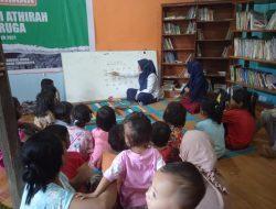 TK Islam Athirah Terjunkan 2 Personil Guru untuk Membina Anak-Anak Usia Sekolah di Desa Binaan